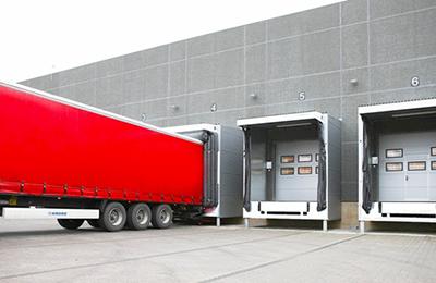 Muelle de carga y camión