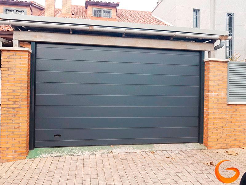 Ventajas de las puertas de garaje seccionales residenciales