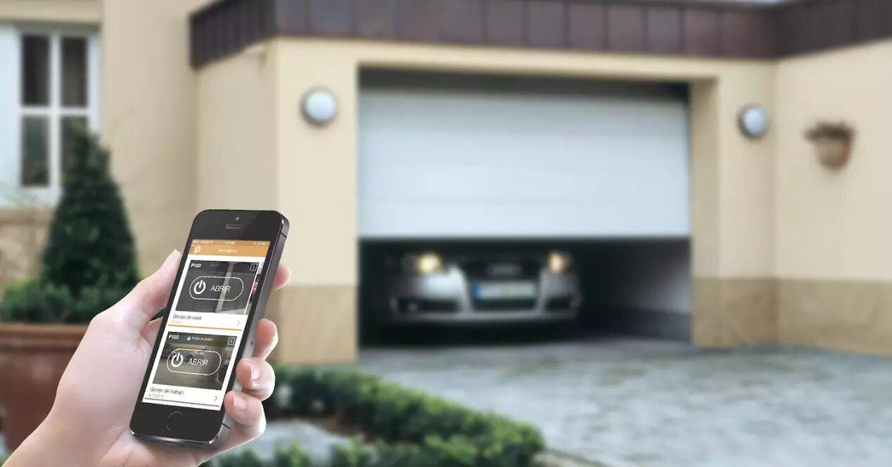 ¿Cómo abrir la puerta de garaje con el móvil?